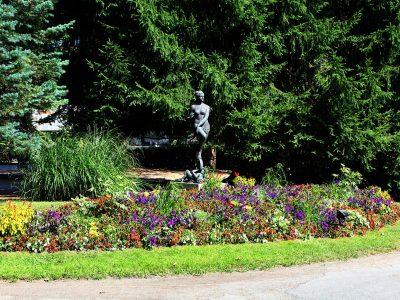 Statue au parc du casino de luchon